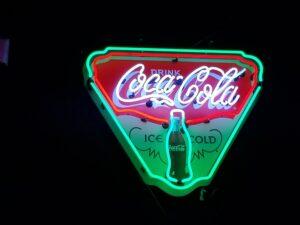 39203181 1832830573463702 2193041422670626816 o 300x225 - Coca Cola Neon